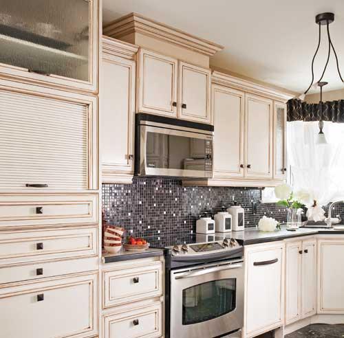 Porte d 39 armoire de cuisine en pin maison - Cuisine cachee par des portes ...