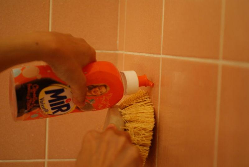 Nettoyer carrelage salle de bain avec vinaigre blanc maison et mobilier - Nettoyer salle de bain vinaigre blanc ...