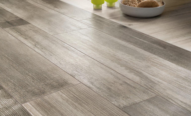 Carrelage aspect bois gris clair