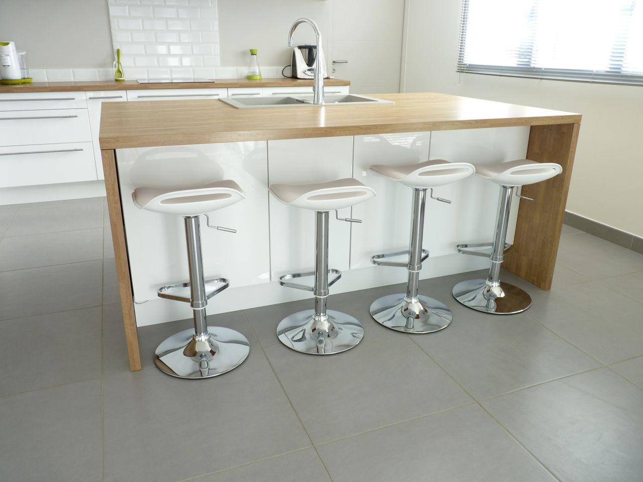 peinture pour cuisine blanche et bois. Black Bedroom Furniture Sets. Home Design Ideas