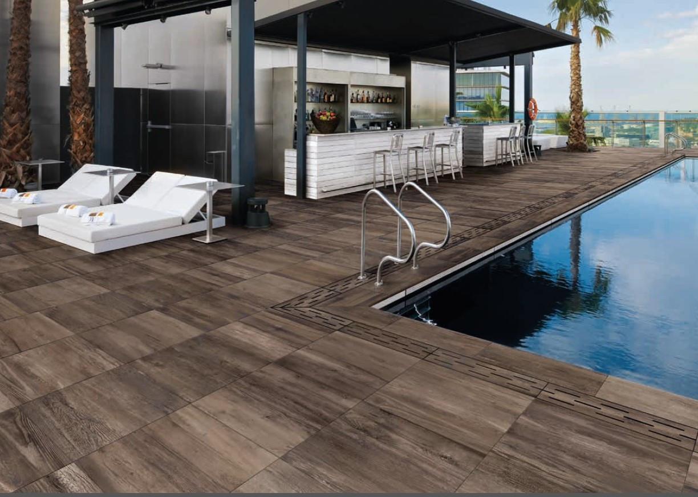 Carrelage imitation bois pour terrasse piscine - Atwebster.fr - Maison et mobilier