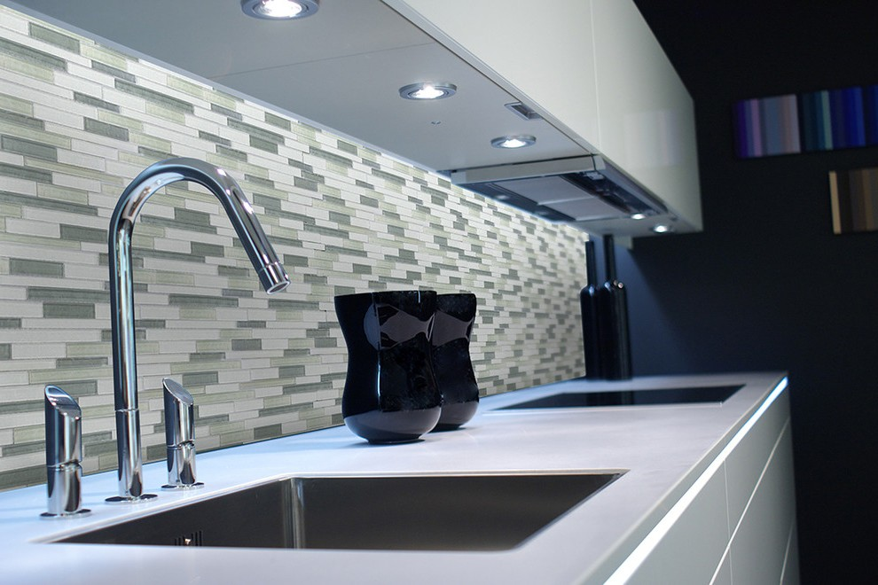 Carrelage mural cuisine gris brillant maison et mobilier - Decoration carrelage mural cuisine ...
