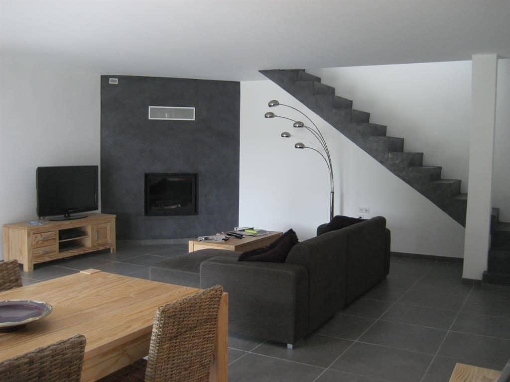 Carrelage anthracite maison maison et - Couleur peinture avec carrelage gris ...