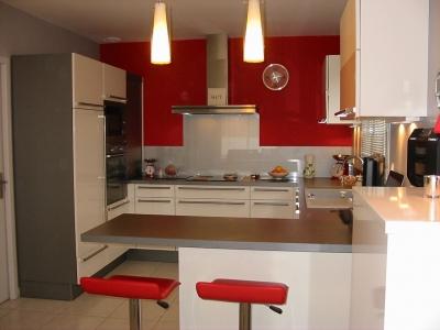 Modele cuisine rouge blanc maison et mobilier - Cuisine design rouge et blanc ...