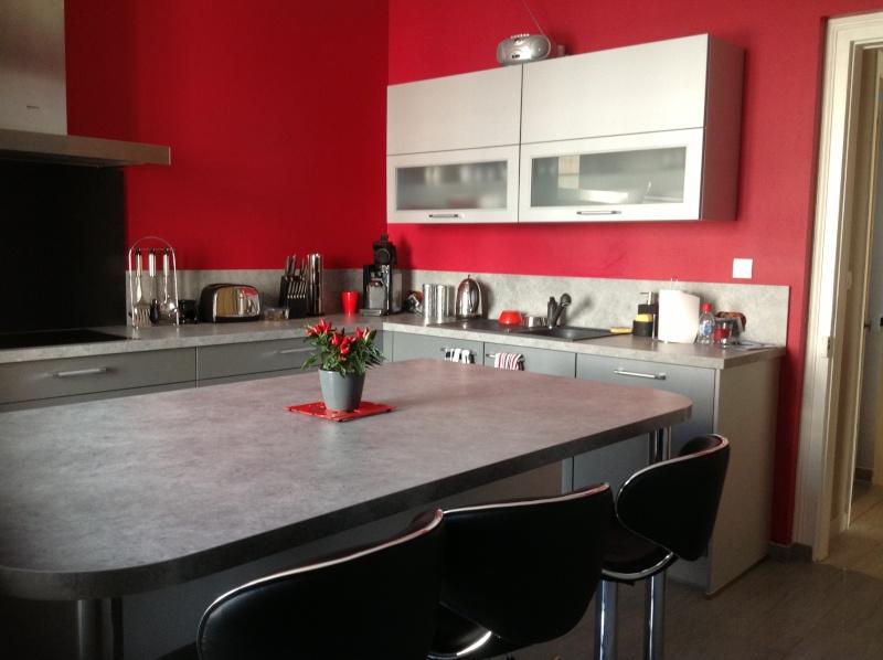 Modele de cuisine gris et rouge - Atwebster.fr - Maison et mobilier
