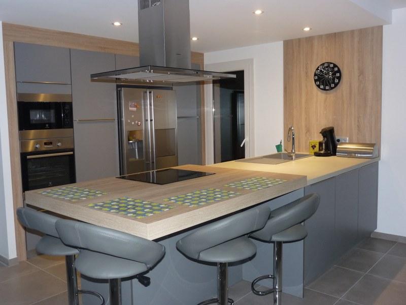 modele cuisine avec frigo americain. Black Bedroom Furniture Sets. Home Design Ideas