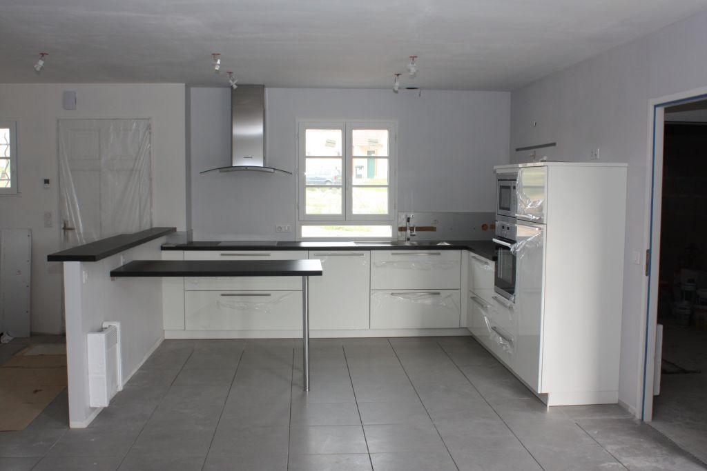 carrelage gris mur blanc maison et mobilier. Black Bedroom Furniture Sets. Home Design Ideas