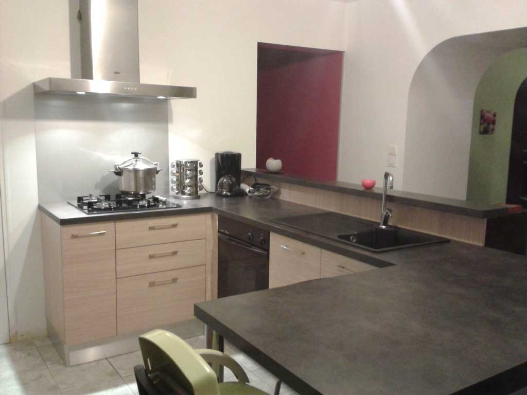 Plan de cuisine gris maison et mobilier - Cuisine bois gris clair ...