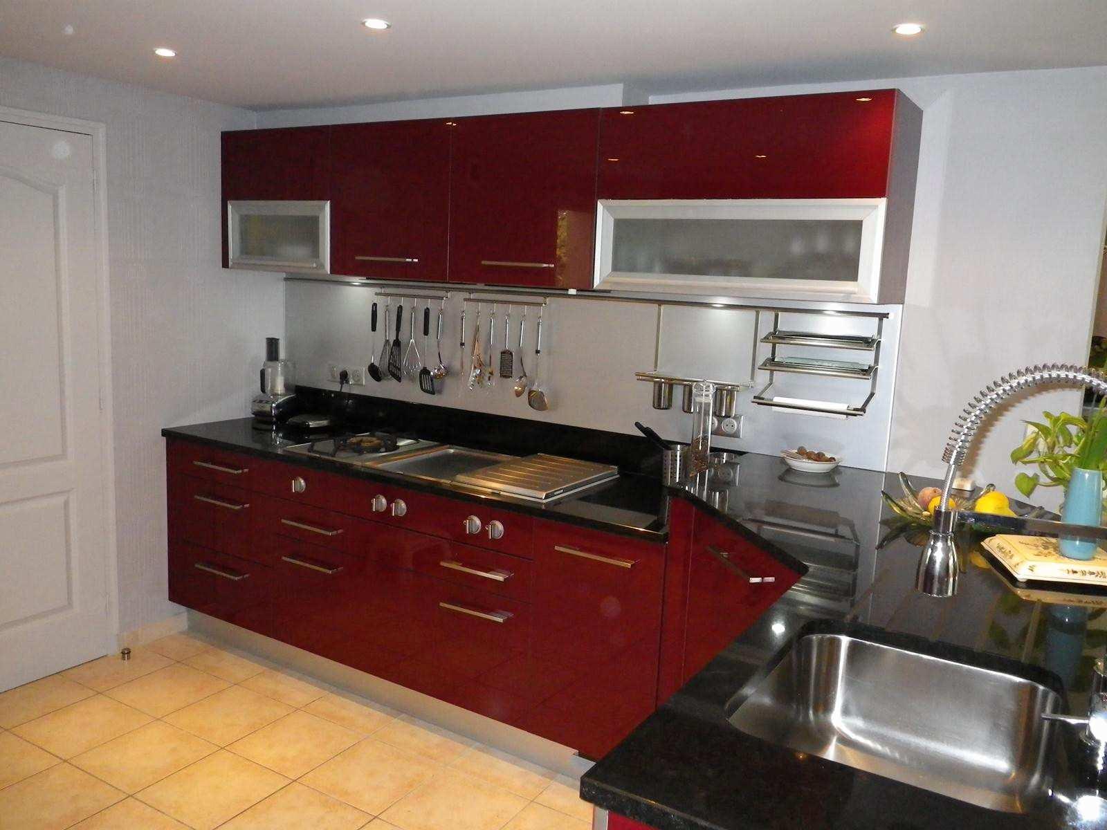 deco cuisine noir et rouge maison et mobilier. Black Bedroom Furniture Sets. Home Design Ideas