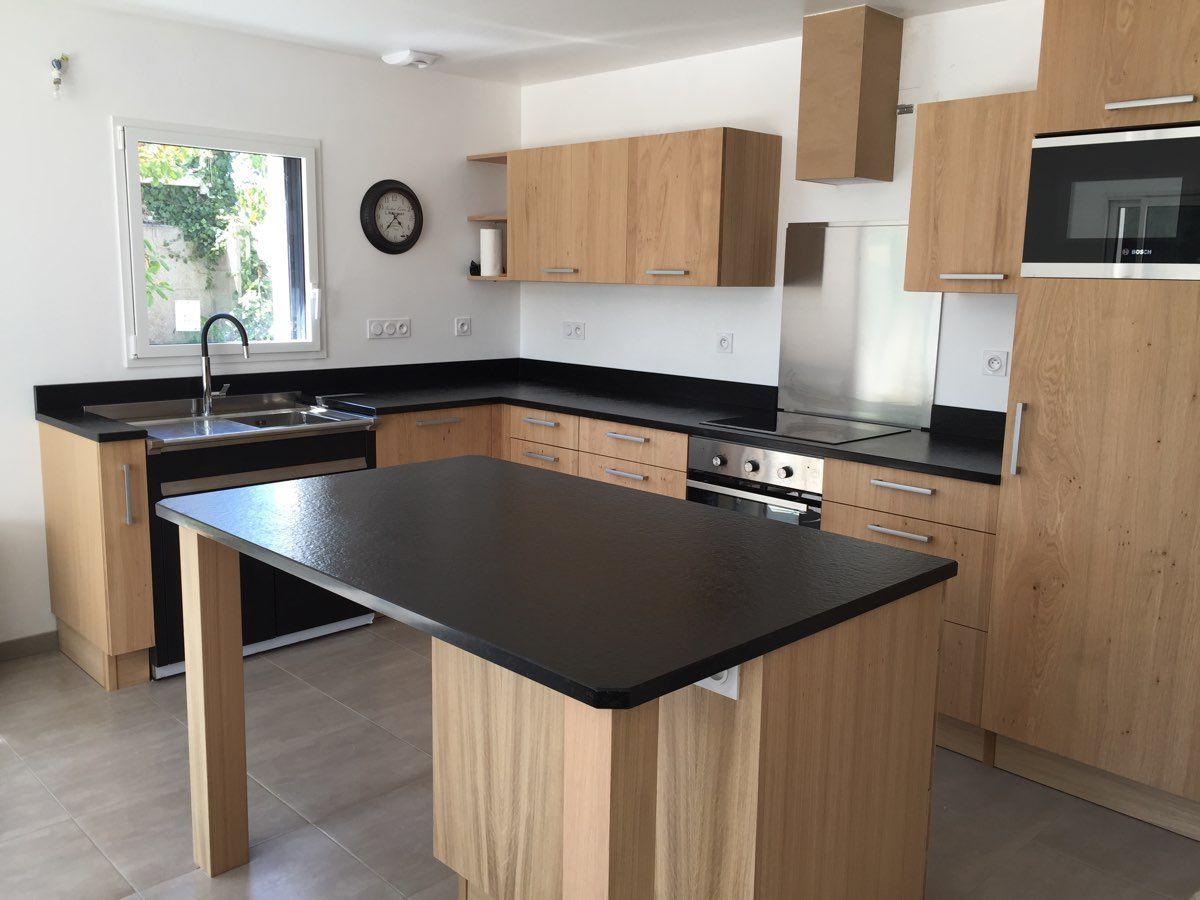Cuisine plan travail noir maison et mobilier - Cuisine plan de travail bois massif ...