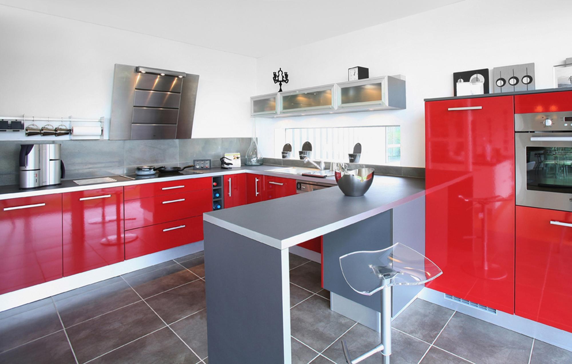 Photos cuisine grise et rouge maison et - Deco cuisine moderne blanc ...
