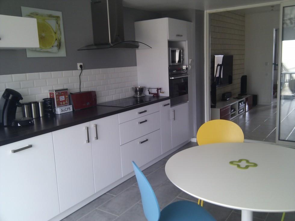 Deco cuisine grise et blanc maison et - Deco cuisine moderne blanc ...