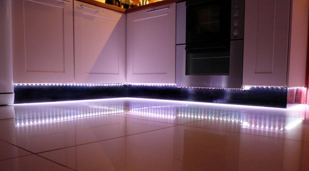 eclairage led sous meuble haut cuisine. Black Bedroom Furniture Sets. Home Design Ideas