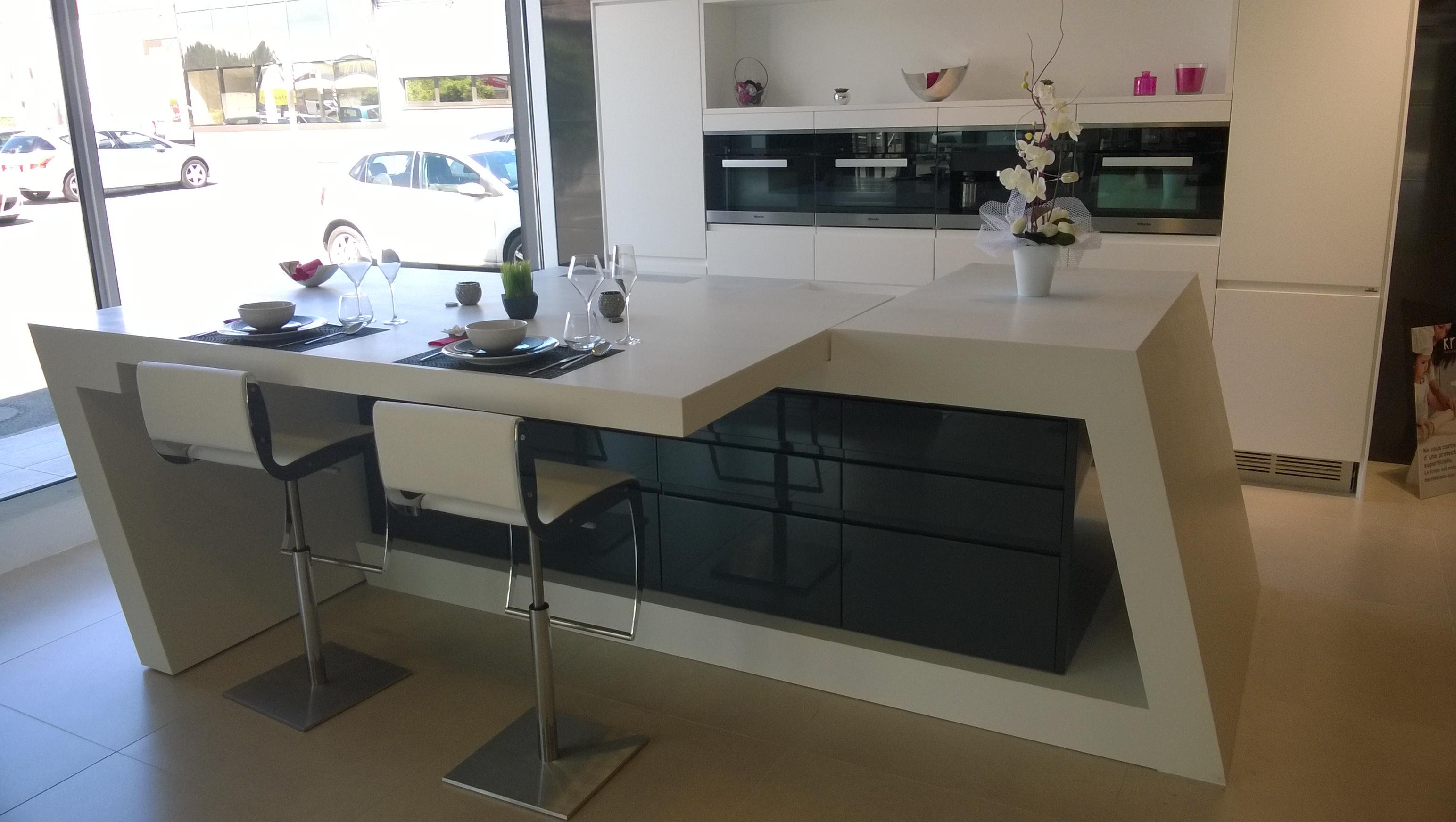plan cuisine avec ilot central bar maison et mobilier. Black Bedroom Furniture Sets. Home Design Ideas