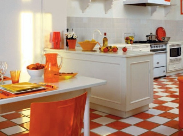 Carrelage blanc et orange