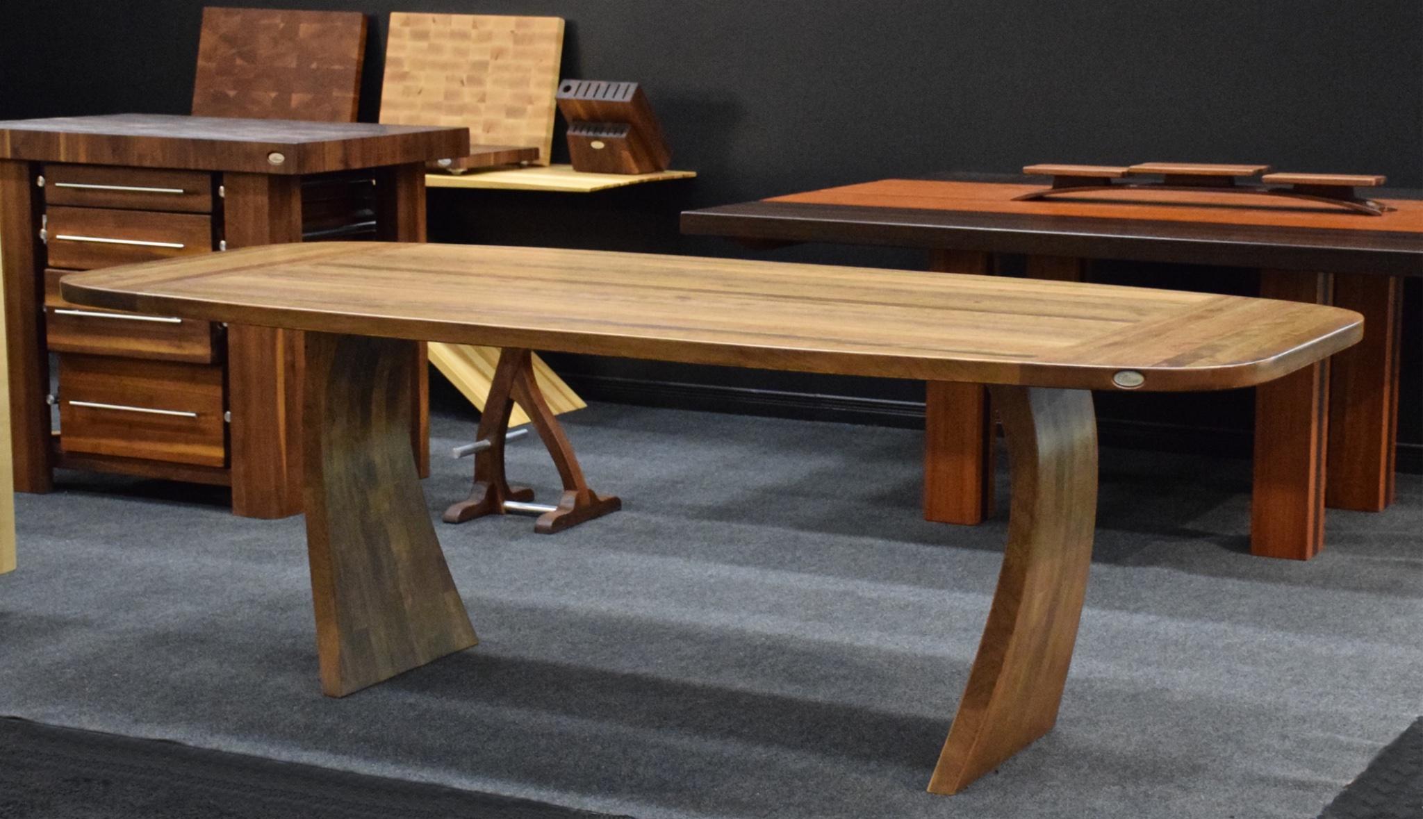 Table de cuisine ronde en bois massif - Table cuisine bois brut ...