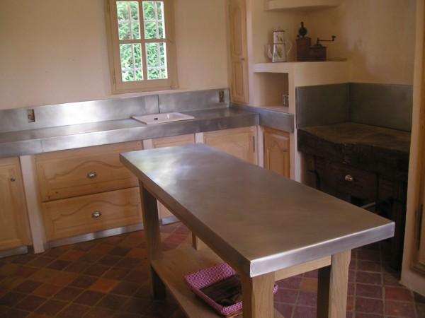 cuisine avec plan de travail en zinc. Black Bedroom Furniture Sets. Home Design Ideas