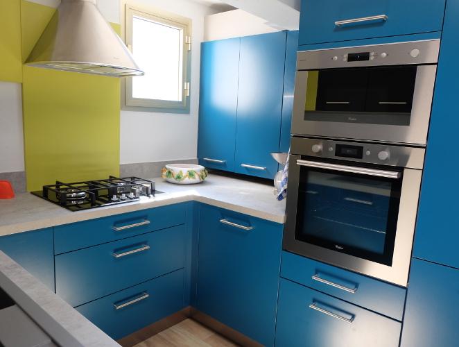 Modele de cuisine pour petit espace maison et mobilier - Modele cuisine petite surface ...