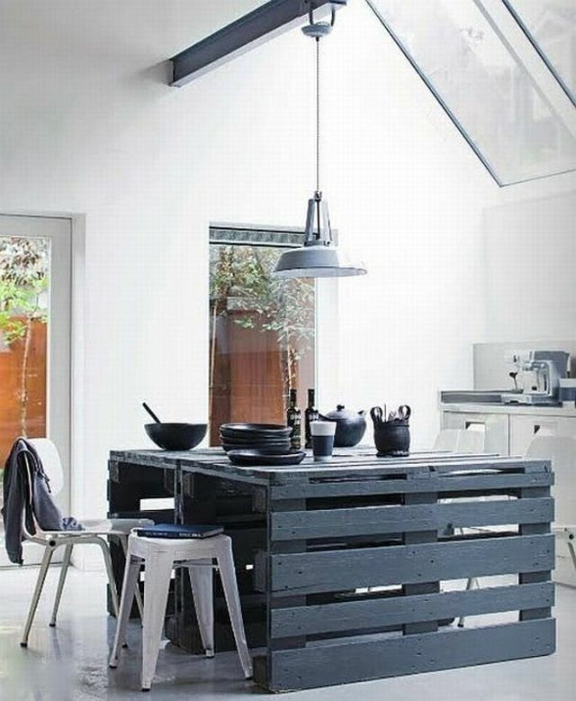 Table de cuisine en palette maison et mobilier - Table cuisine palette ...