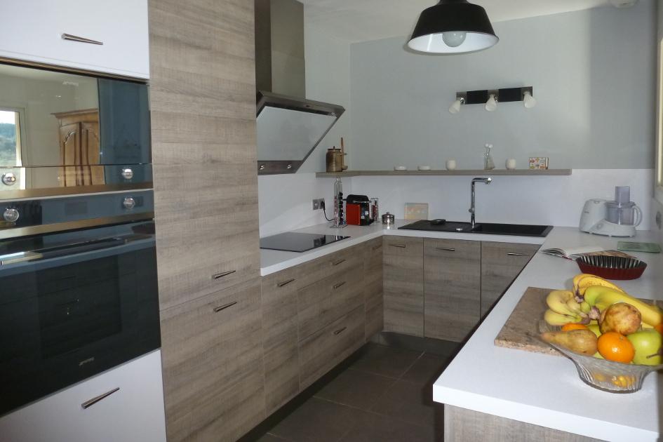 Modele petite cuisine fermée