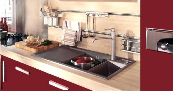 Cuisine rouge avec plan de travail en bois maison et mobilier - Cuisine avec plan de travail en bois ...