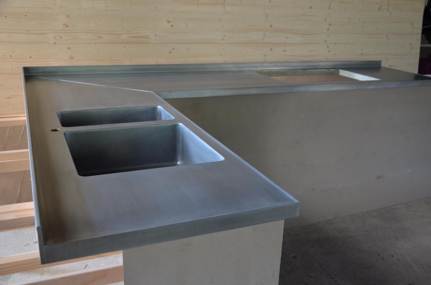 plan de travail de cuisine en zinc maison. Black Bedroom Furniture Sets. Home Design Ideas