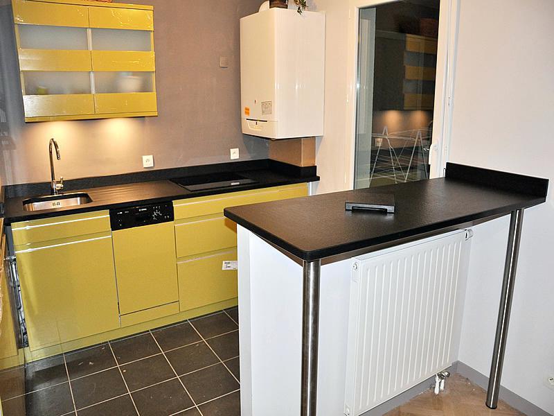plan de travail cuisine sur pied maison. Black Bedroom Furniture Sets. Home Design Ideas