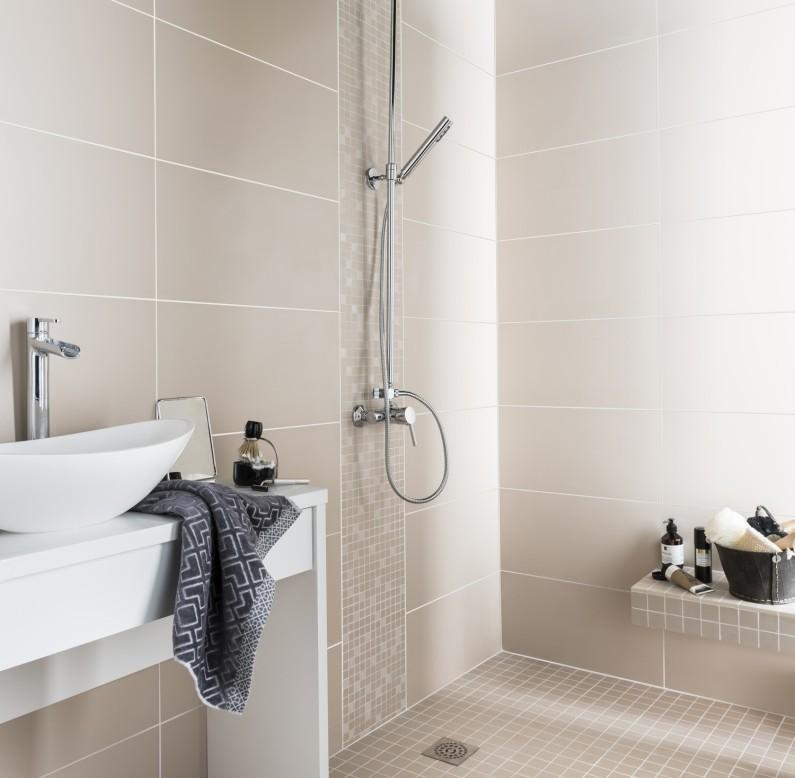 Carrelage salle de bain 30 x 60 blanc maison et mobilier - Salle de bain beige et blanc ...