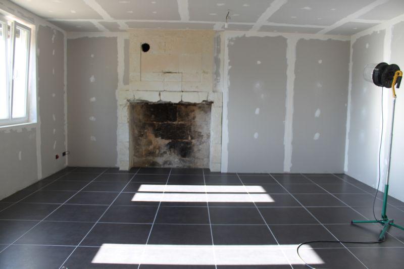 Carrelage gris anthracite dans un salon Salon carrelage gris anthracite
