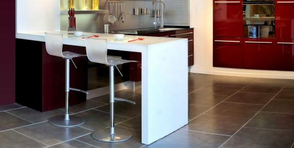 Plan de cuisine avec table maison et mobilier - Bar plan de travail cuisine ...